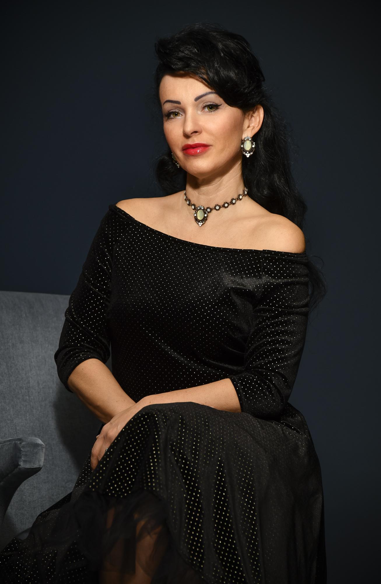 Eva Nikolov (Opera)